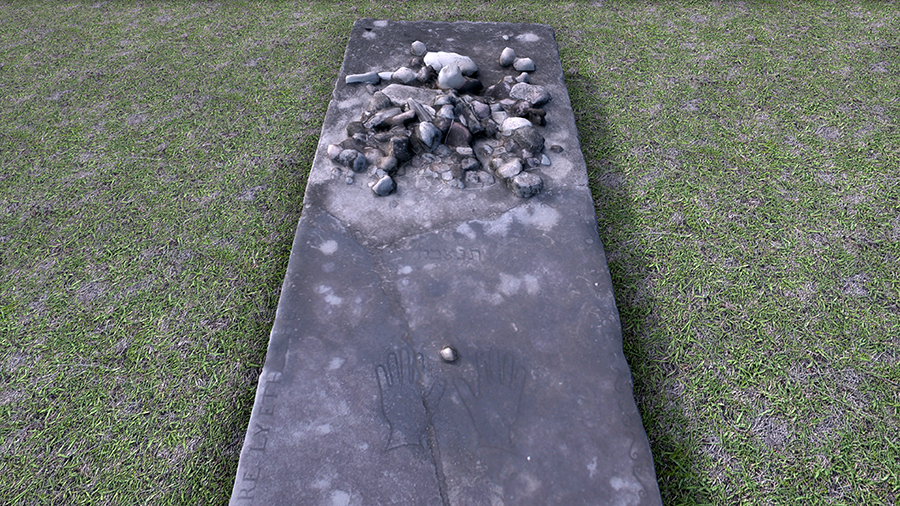 Close-up of grave 18 in the Charlestown Jewish Cemetery virtual world.